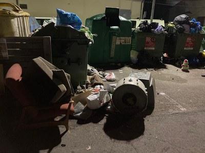 L'Ajuntament de Banyoles sanciona un veí per abocar residus a la via pública