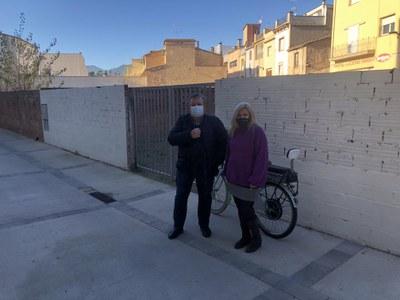 Olga Del Águila García guanya el concurs per pintar un mural dedicat a la bicicleta convocat per l'Ajuntament de Banyoles