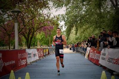 Roger Manyà i Ivet Farriols guanyen al Banyoles Half Triathlon