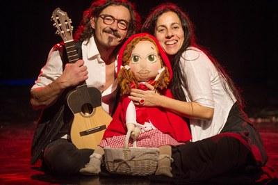 """Samfaina de Colors presenta l'espectacle """"Els cistells de la caputxeta"""" a l'Auditori de l'Ateneu de Banyoles"""