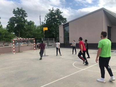 Uns 200 infants i joves de Banyoles han participat aquest curs en el programa socioesportiu Barris 10